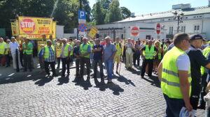Protest przed KPRM. Nie chcą linii wysokiego napięcia