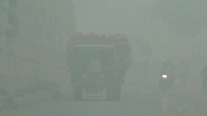Dusi smog. Na ulicach tylko samochody z parzystymi numerami